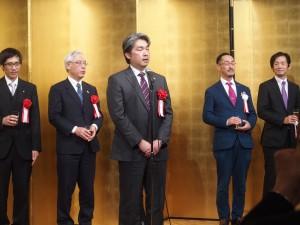 乾杯の挨拶は湯浅新島学園理事長(1)