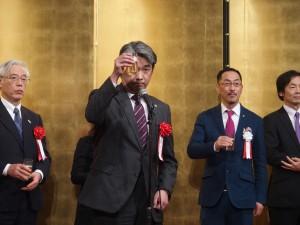 乾杯の挨拶は湯浅新島学園理事長(2)