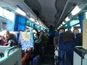 ツアーバスの車内にて(1)